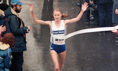 Grete Waitz winning the NYC Marathon in 1983 as Fred Lebow looks on