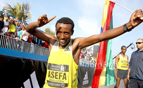 Tsegaye Mekonnen celebrating his victory