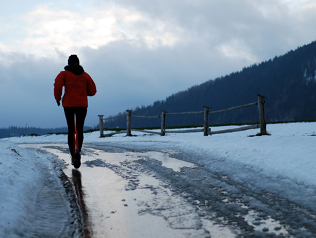 Runner_on_Winter_Snowy_Road_460