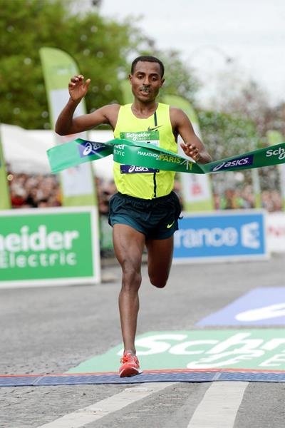 Kenenisa Bekele Crossing The Finish Line In Paris