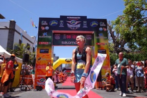 Anna Frost Claims Victory (photo credit: irunfar)